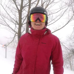 Elissa DeGolyer Ski Tester Headshot Image